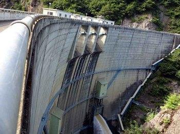 松川ダムゲート放流.jpg