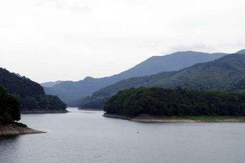 金山ダム湖.jpg