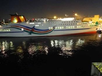 隣の船.jpg