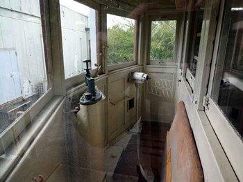 電車運転席.jpg
